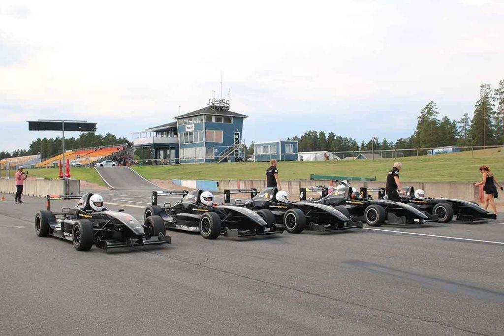 Dags för körning av Formel Renault på Alastaro Circuit